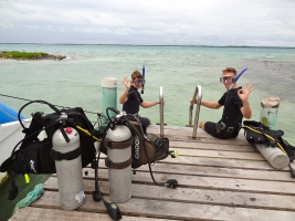 Two Diving Students gettin certified as PADI Open Water Divers